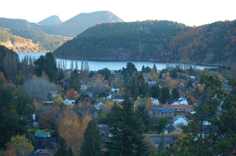 городок берега озера стоковое фото