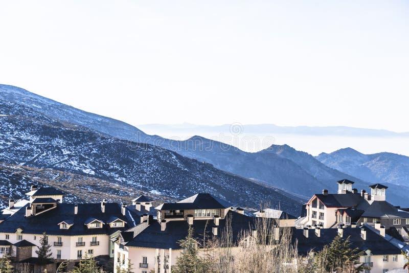 Городок лыжного курорта Pradollano в Испании в сьерра-неваде стоковые изображения