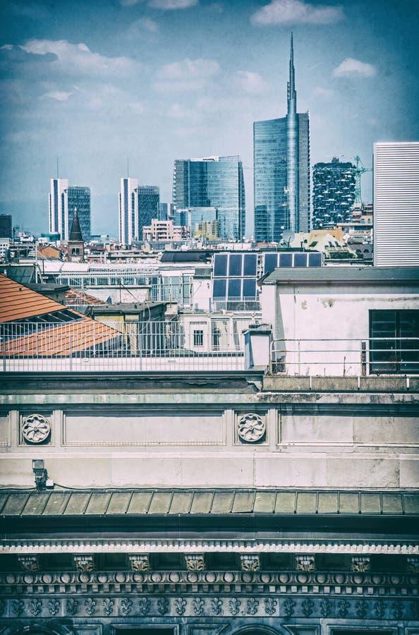 Городок Милана, исторических и современных, Италия, сетноой-аналогов фильтр стоковая фотография