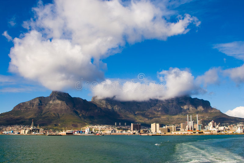 городок моря плащи-накидк стоковая фотография rf
