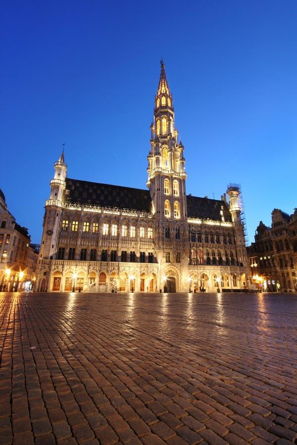 городок ночи залы Бельгии brussels стоковое фото