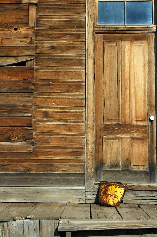 городок привидения двери ведра ржавый стоковые изображения rf