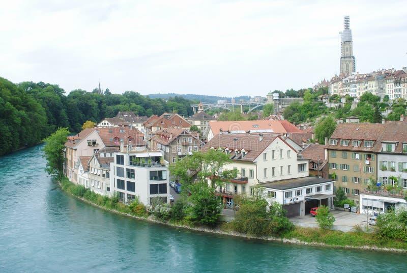 Городок Bern, столица взгляда городского пейзажа старый Швейцарии во дне overcast Город толпить с домами и зданиями, стоковое изображение rf
