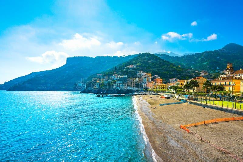 Городок Minori в побережье Амальфи, взгляде пляжа Италия стоковые фото