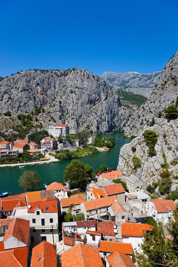 городок omis Хорватии стоковое фото