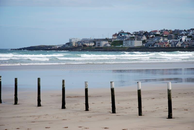 городок portstewart пляжа стоковые изображения rf