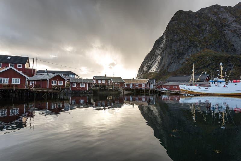 Городок Reine Lofoten Норвегии Fisher стоковое фото rf