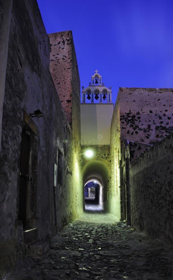 городок santorini ночи Греции fira церков стоковые фото