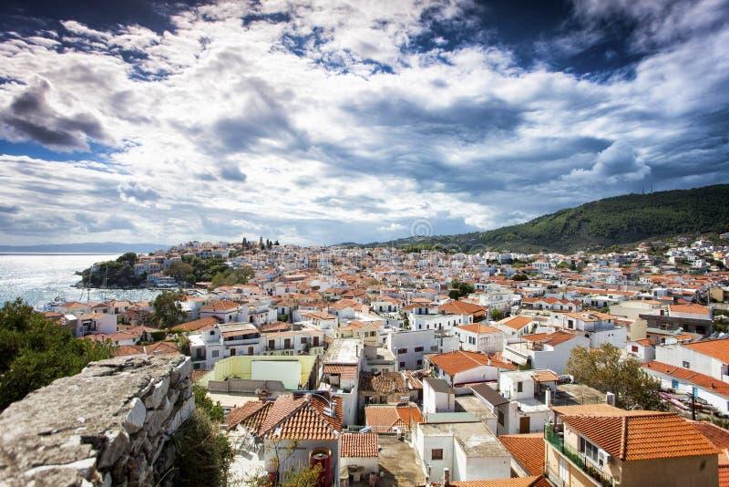 Городок Skiathos в Греции стоковая фотография rf
