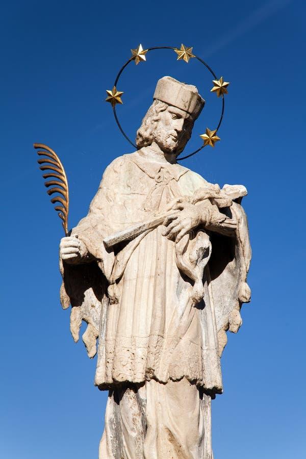 Городок Telc с статуей St. John Nepomuk стоковое изображение rf