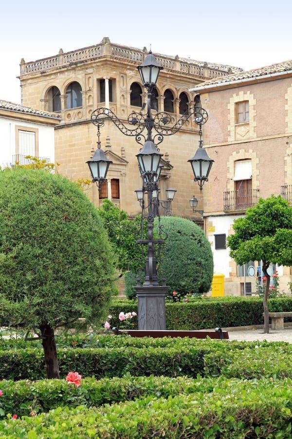 Download городок Ubeda Испании залы Andalusia квадратный Стоковое Фото - изображение насчитывающей светильник, столб: 18391176
