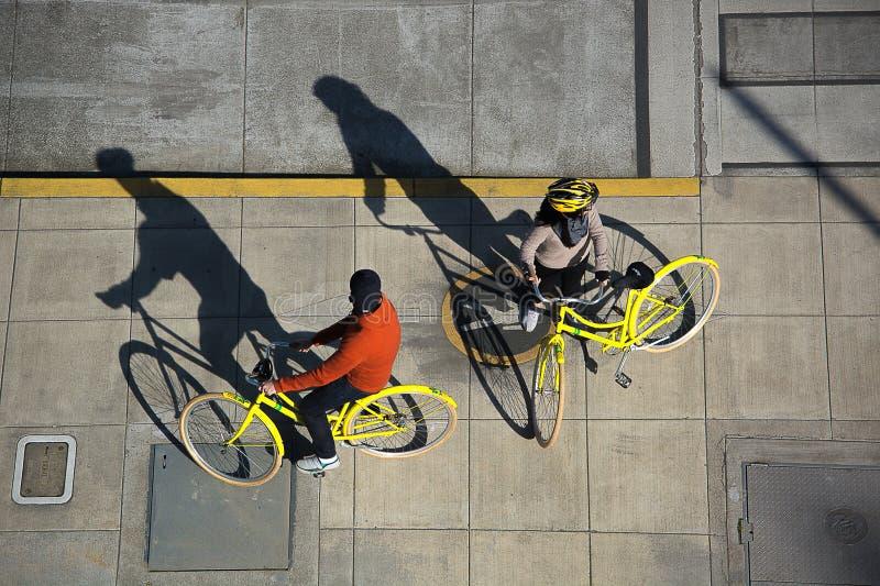 Городская езда велосипеда стоковое фото