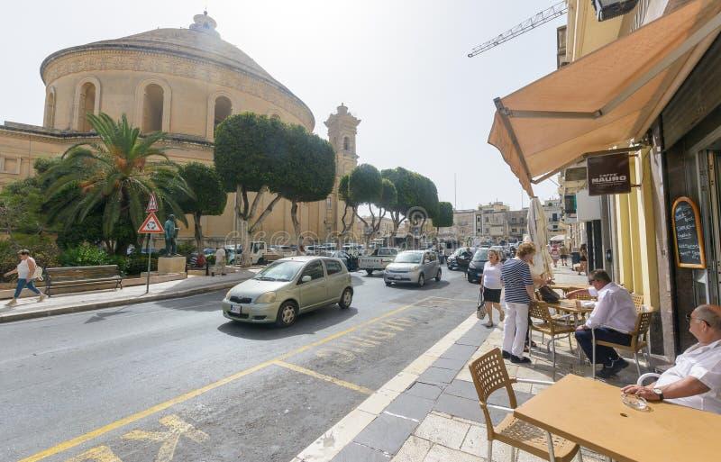 Городская жизнь в Mosta стоковое изображение rf