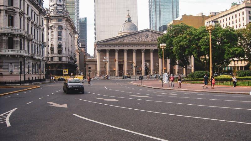 Городская жизнь и взгляд улицы в Буэносе-Айрес стоковое изображение rf