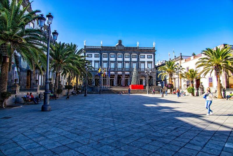 Городская площадь в столице Канарских островов Гран Канария Лас-Пальмас перед знаменитым кадетом Святой Анны стоковая фотография rf