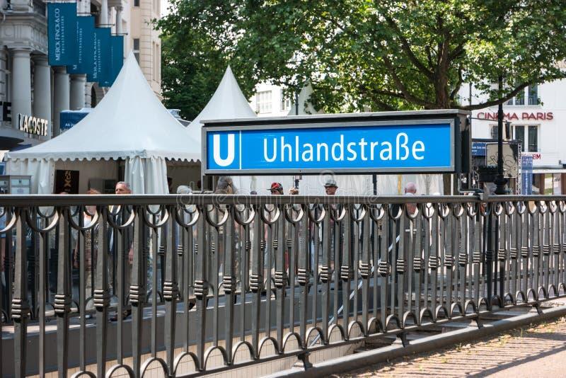 Городская станция метро в центре города U-Bahn - Ulandstrasse стоковая фотография rf