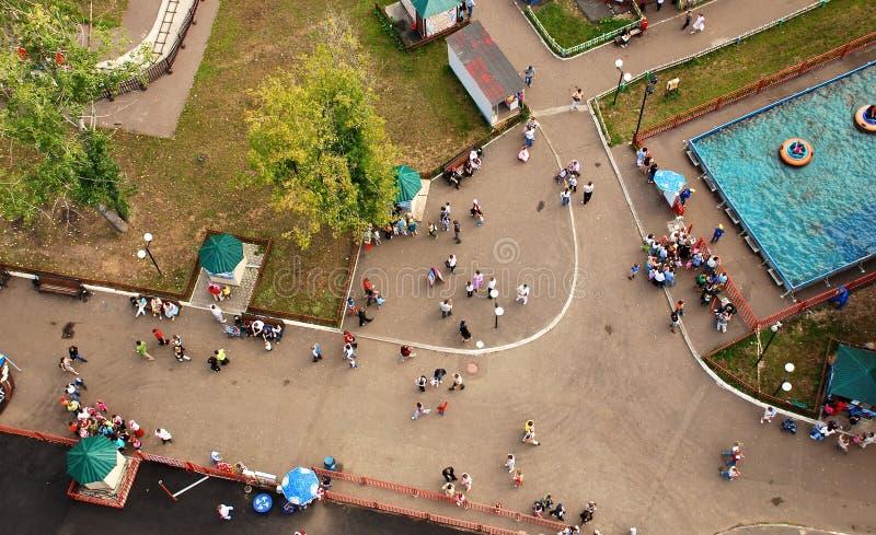 Городская толпа сверху стоковые изображения