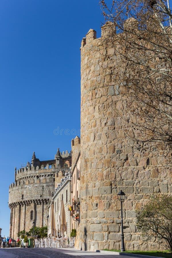 Городские стены и собор в Авила стоковое изображение