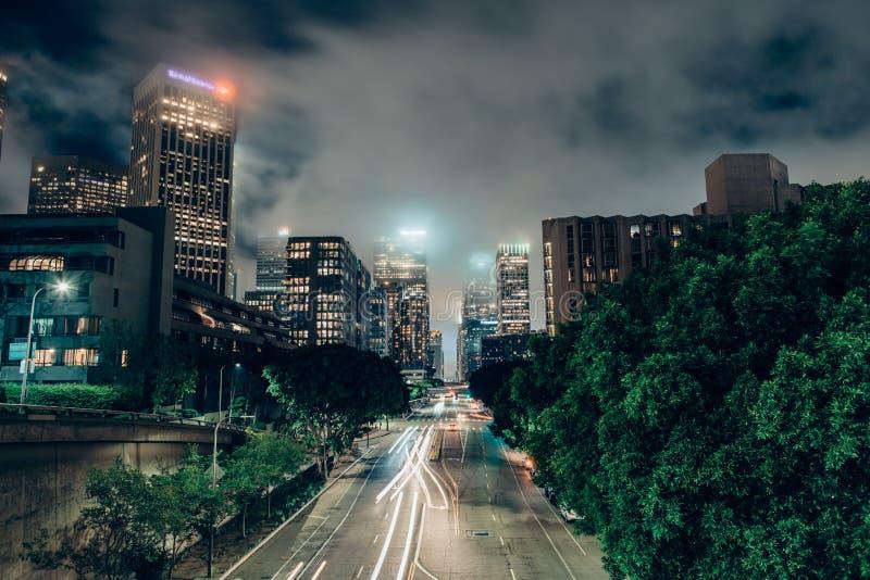 Городское Лос-Анджелес от 4-ого моста улицы стоковые изображения