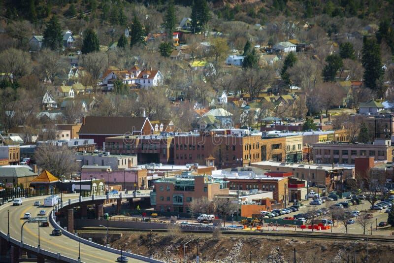 Городское Glenwood Springs, Колорадо на солнечный день стоковые изображения