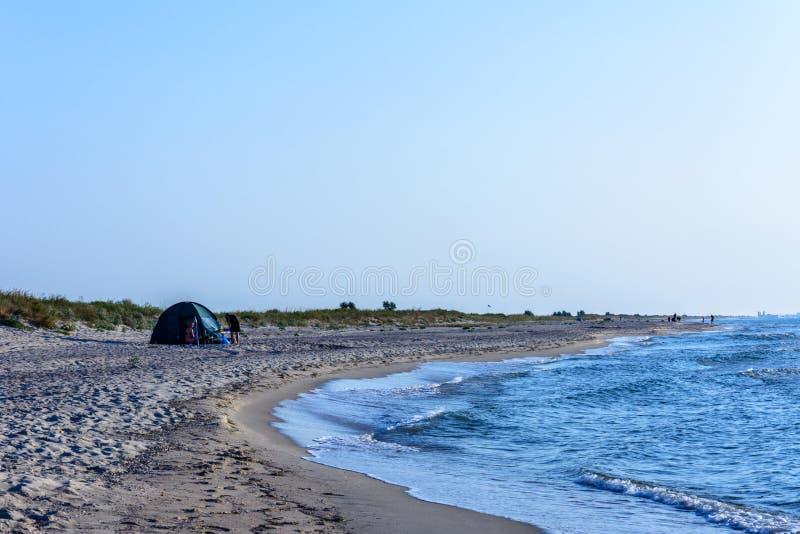 Городской ландшафт побережья Чёрного моря, на котором люди отдыхают стоковая фотография