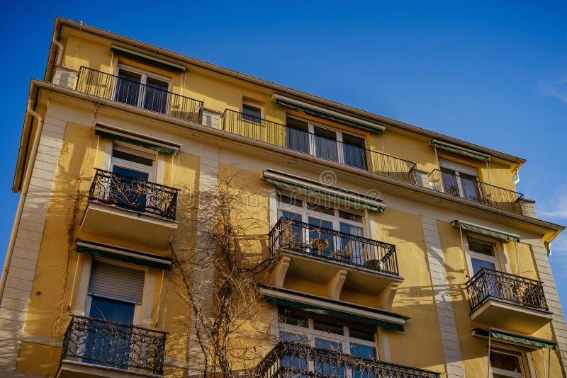 Городской пейзаж Баден-Баден, солнечный день в феврале, streetview стоковое изображение