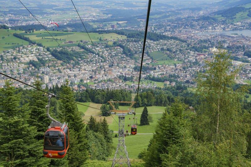 Городской пейзаж, взгляд от фуникулера в горе Pilatus стоковое изображение