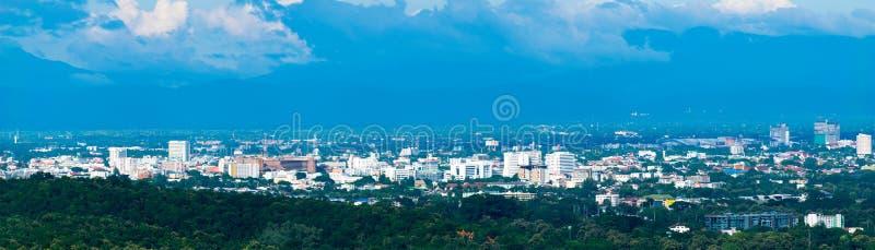 Городской пейзаж горизонта панорамы строя город Chiangmai, Таиланд стоковое изображение rf