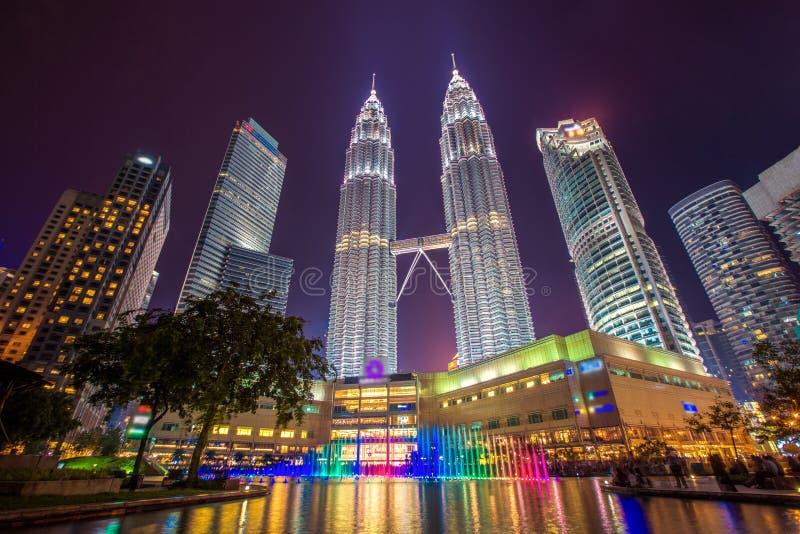 Городской пейзаж города Куалаа-Лумпур на nighttime стоковые фото