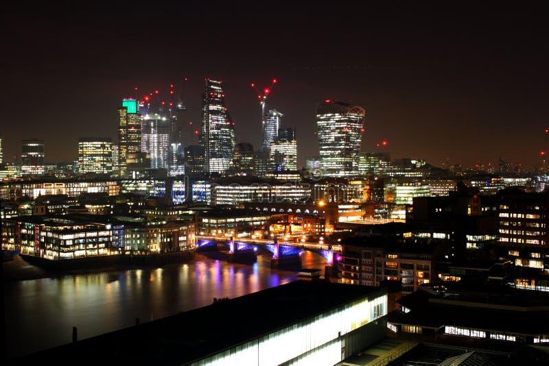 Городской пейзаж города Лондона на ноче стоковая фотография rf