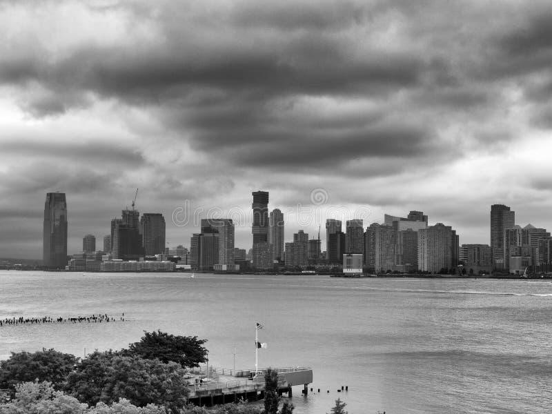 Городской пейзаж города Нью-Джерси Jersey City во взгляде Нью-Джерси дальше от Манхэттена стоковая фотография rf