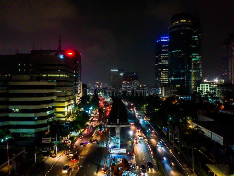 Городской пейзаж Джакарты вечером стоковые фото