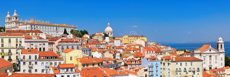 Городской пейзаж Лиссабона, взгляд старого городка Alfama, Португалии стоковые изображения rf