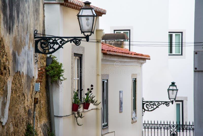 Городской пейзаж Лиссабона, взгляд старого городка Alfama стоковая фотография rf