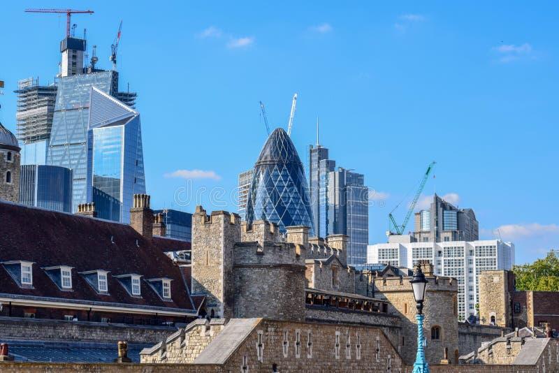 Городской пейзаж Лондона с городом ( Финансовое District) и старые здания стоковое фото