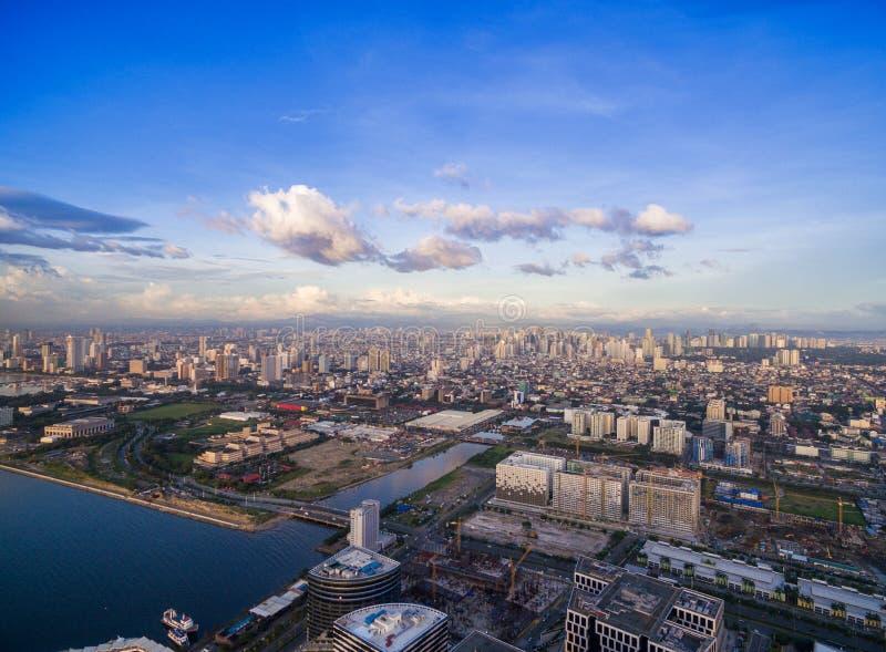 Городской пейзаж Манилы, Филиппины Bay City, зона Pasay Небоскребы в предпосылке стоковая фотография rf