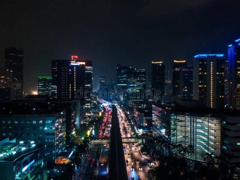 Городской пейзаж ночи от взгляда трутня стоковые фотографии rf