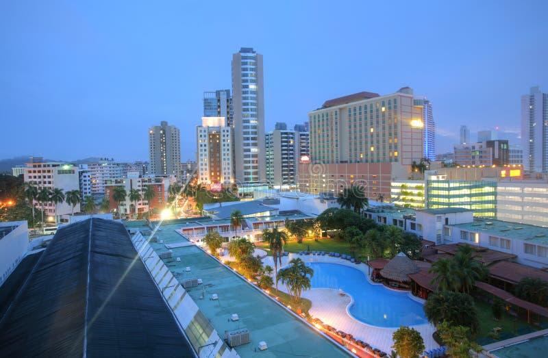 Городской пейзаж Панамы при голубой sorrounded бассеин стоковое изображение rf
