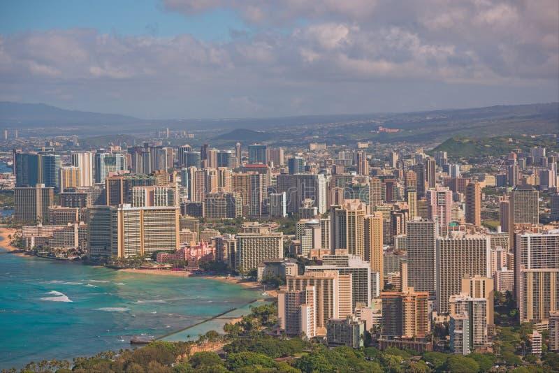 Городской пейзаж пляжа и Гонолулу Waikiki стоковое фото