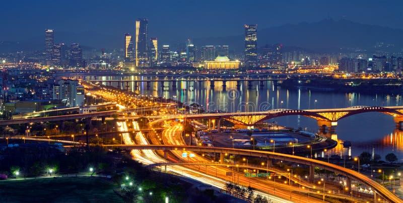 Городской пейзаж Сеула в сумерк, Южной Корее стоковая фотография rf