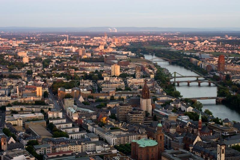городской предыдущий вечер frankfurt стоковая фотография