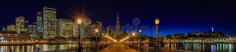 Городской Сан-Франциско и пирамида Transamerica на Chrismas стоковые фотографии rf