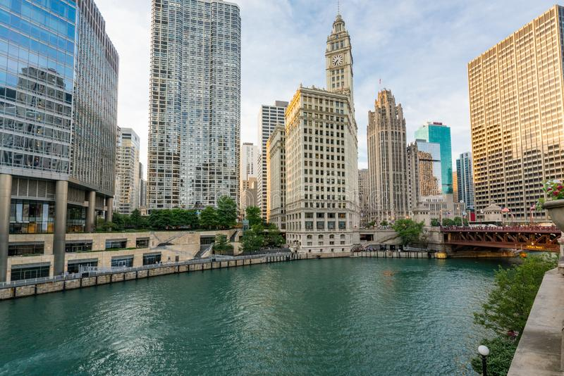 Городской Чикаго вдоль Рекы Чикаго стоковое изображение rf