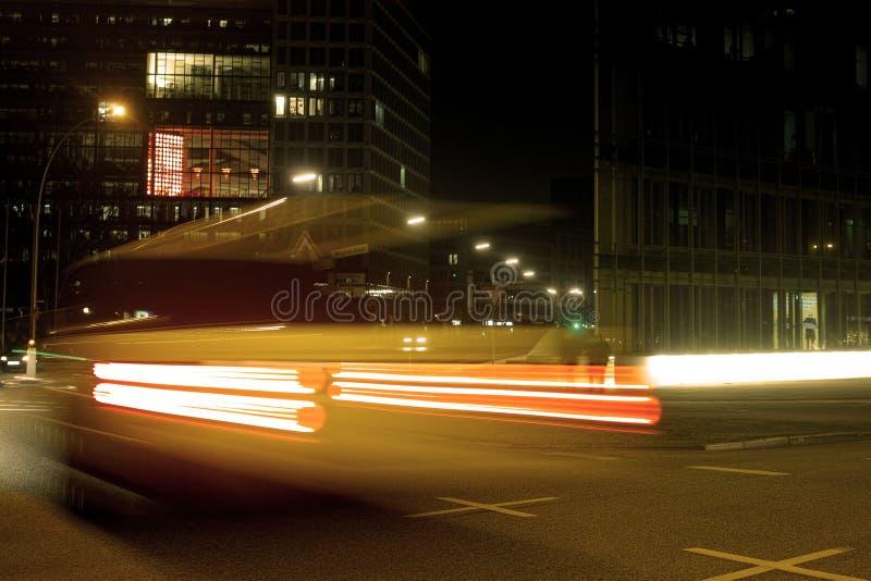 Город Гамбурга большой освещает hafencity волшебства centralstation автомобилей движения стоковое изображение