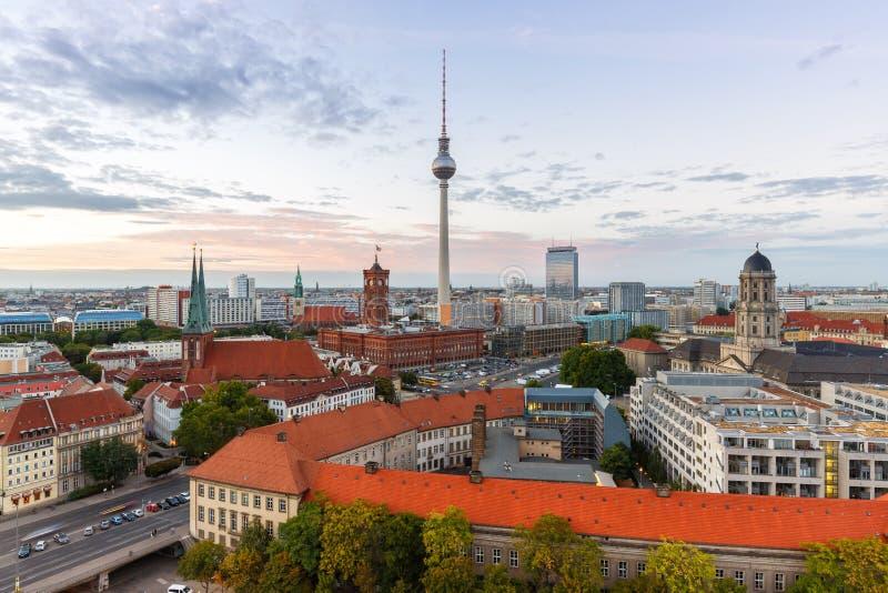 Город Германии townhall башни ТВ горизонта Берлина стоковые фото