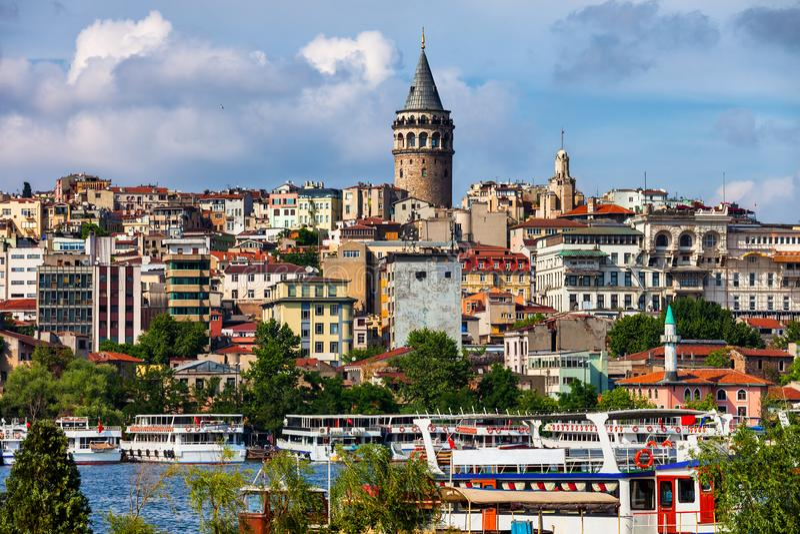 Город городского пейзажа Стамбула с башней Galata стоковое изображение rf
