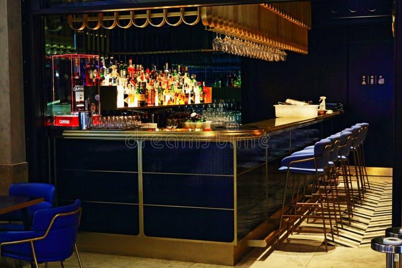 Город Италия Милана бара ночи кафа внутренний стоковое фото