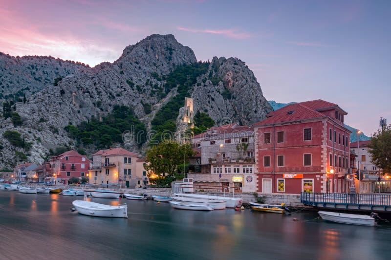 Город ландшафта Omis, Хорватия стоковое изображение