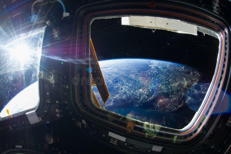 Город ЛА вечером со светами города от космического пространства стоковое фото rf