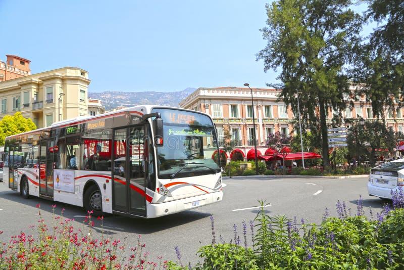 Город Монако, Монако - 13-ое июня 2014: автобус города в центре города стоковое фото rf